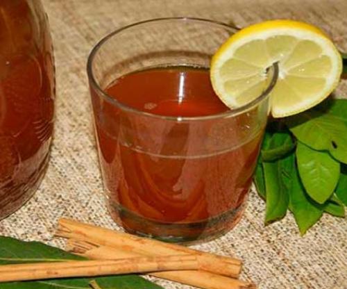 Como fazer chá de canela e louro
